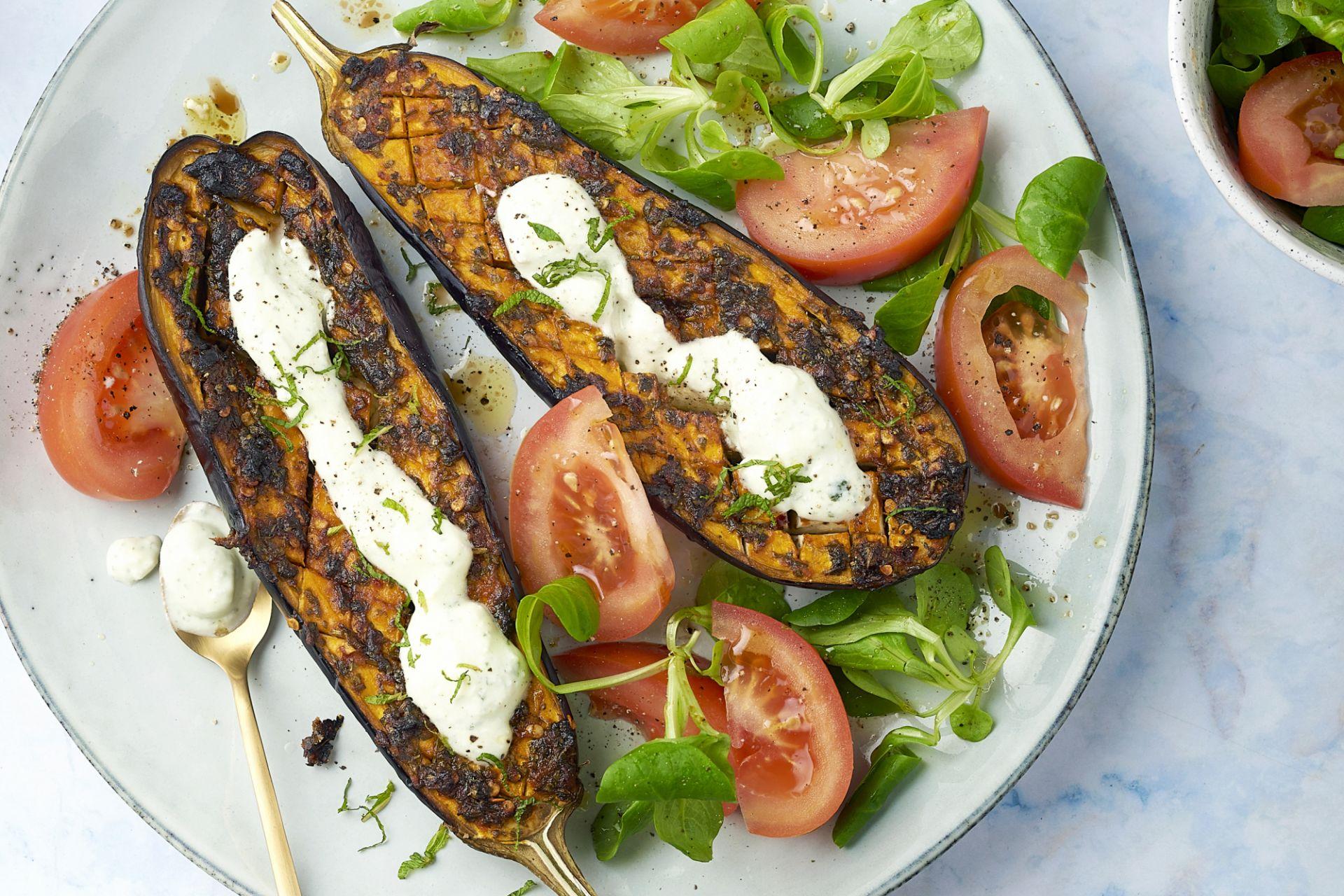 Chermoula aubergines met fetacrème en salade