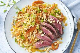 Foto van Gegrilde steak met groenten in rode curry