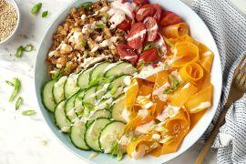 Foto van Poke bowl met vegetarische shoarmareepjes