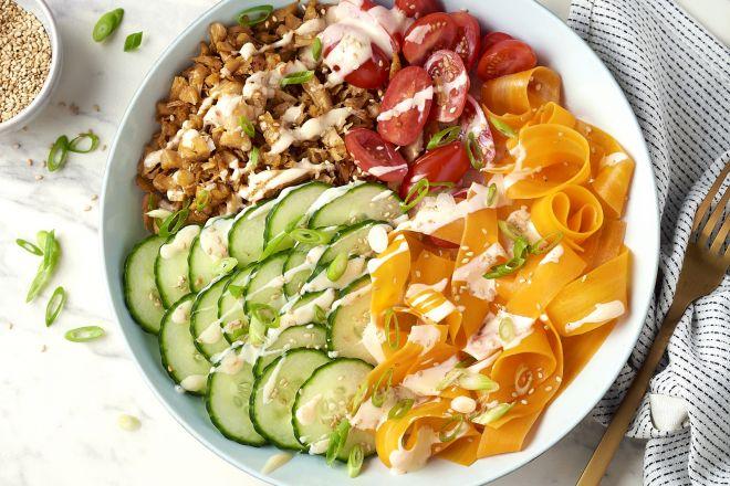 Poke bowl met vegetarische shoarmareepjes