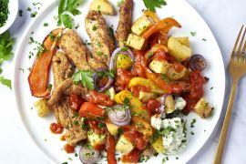 Foto van Spaanse kip met paprika en patatas bravas