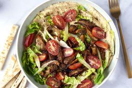 Foto van Hummus bowl met 'pulled' oesterzwammen en frisse groenten