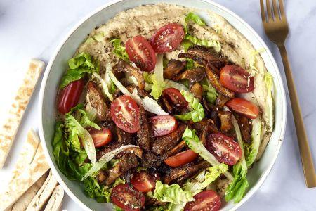 Hummus bowl met 'pulled' oesterzwammen en frisse groenten