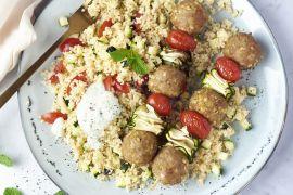 Foto van Gehaktballetjessaté met couscous en yoghurt-muntsaus