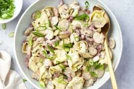 Foto van Tortellini met champignonsaus en spekblokjes