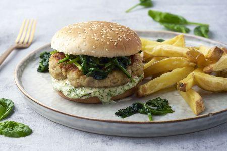 Visburgers met dillemayonaise, spinazie en ovenfrietjes