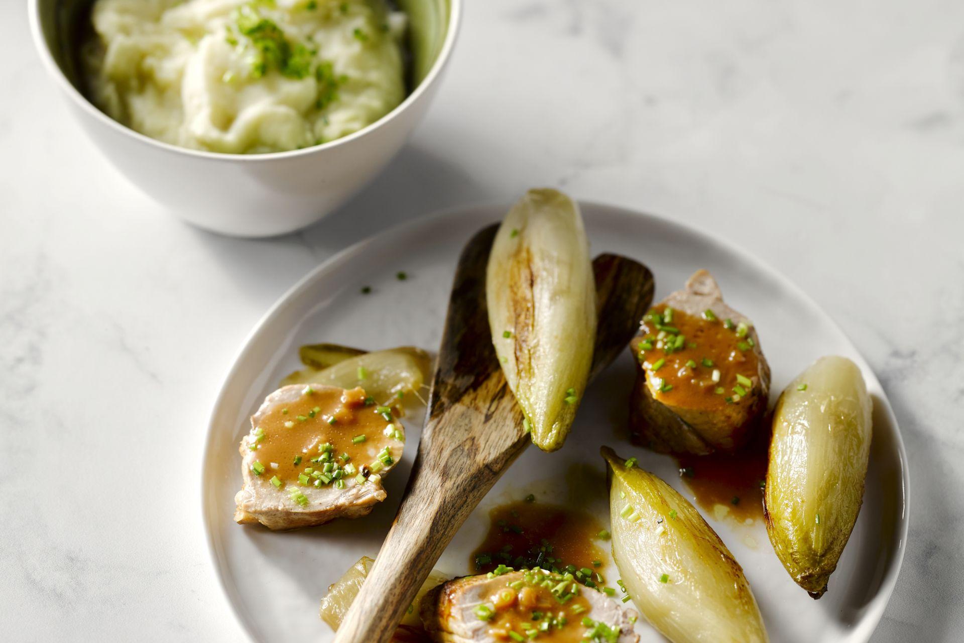Varkenshaasje met witloof en aardappelen