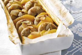 Foto van Bladerdeegtaartje met witte beuling en abrikozen