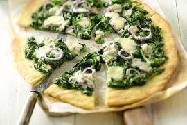 Foto van Pizza met spinazie en blauwe kaas
