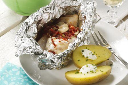 Vispakketjes met zeebaars en chorizo