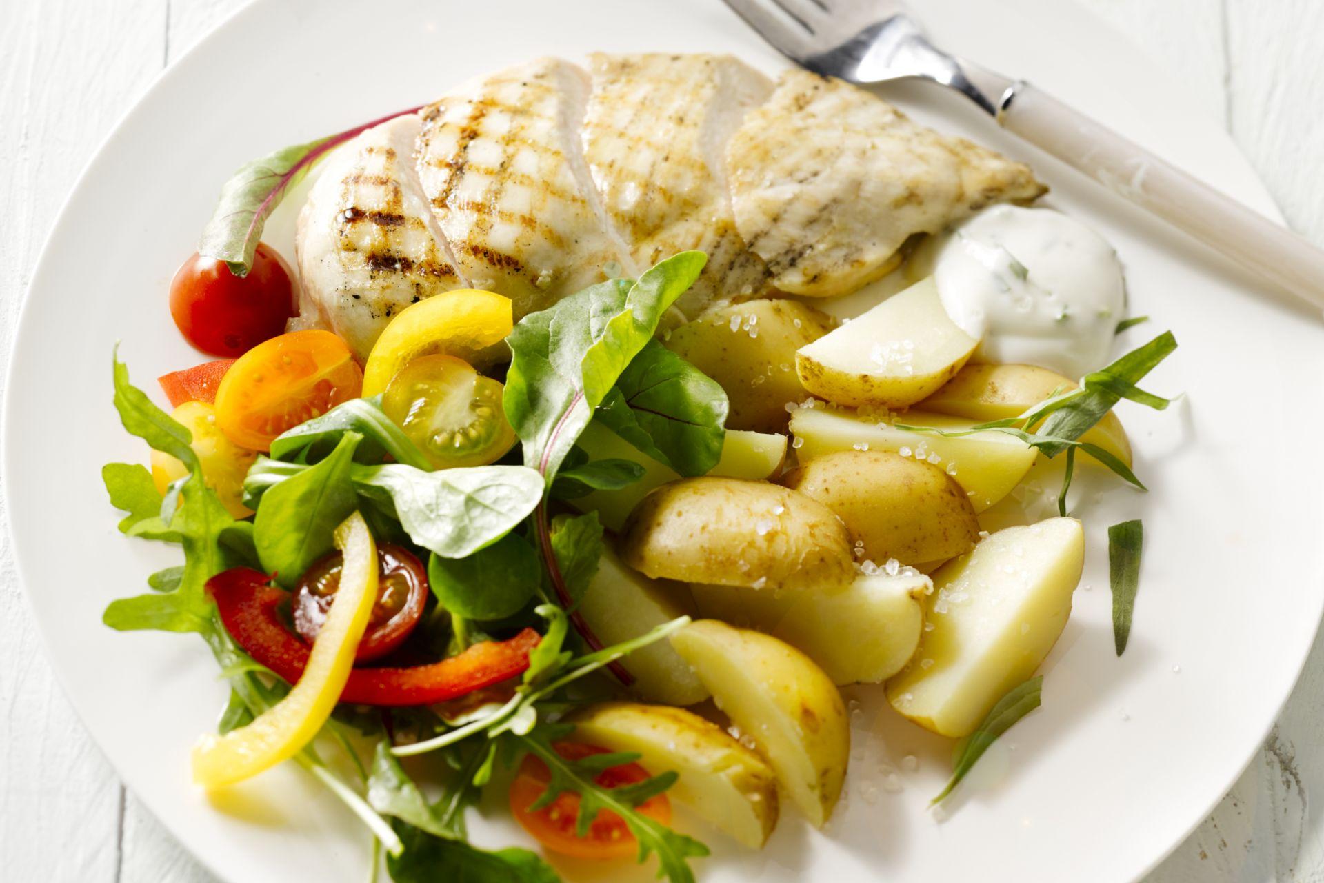 Gegrilde kip met nieuwe patatjes