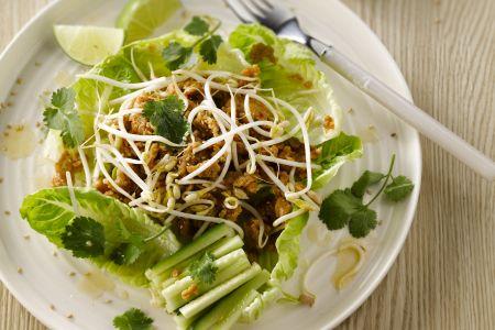 Thaise salade met kippengehakt