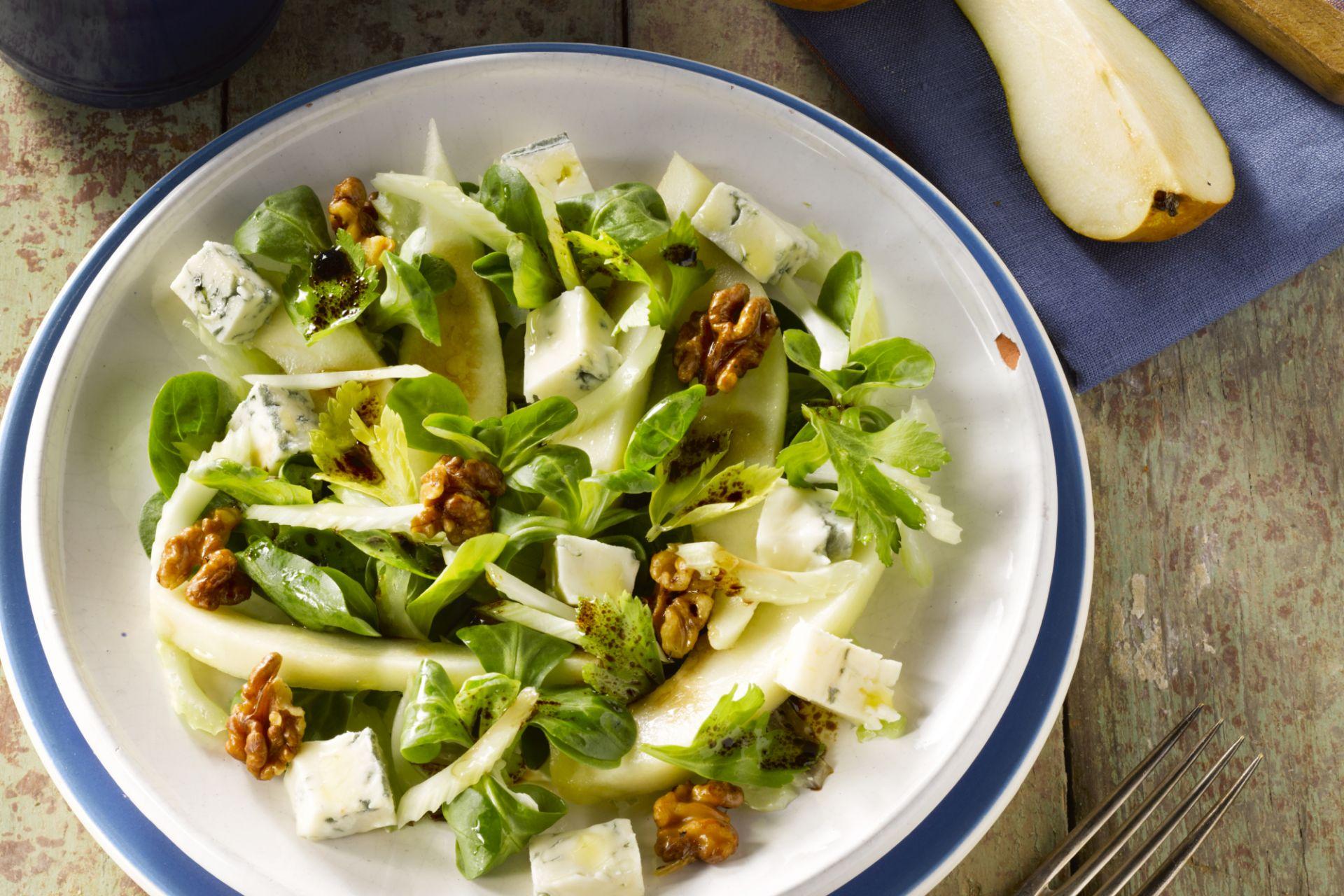 Salade met peer, walnoten en gorgonzola