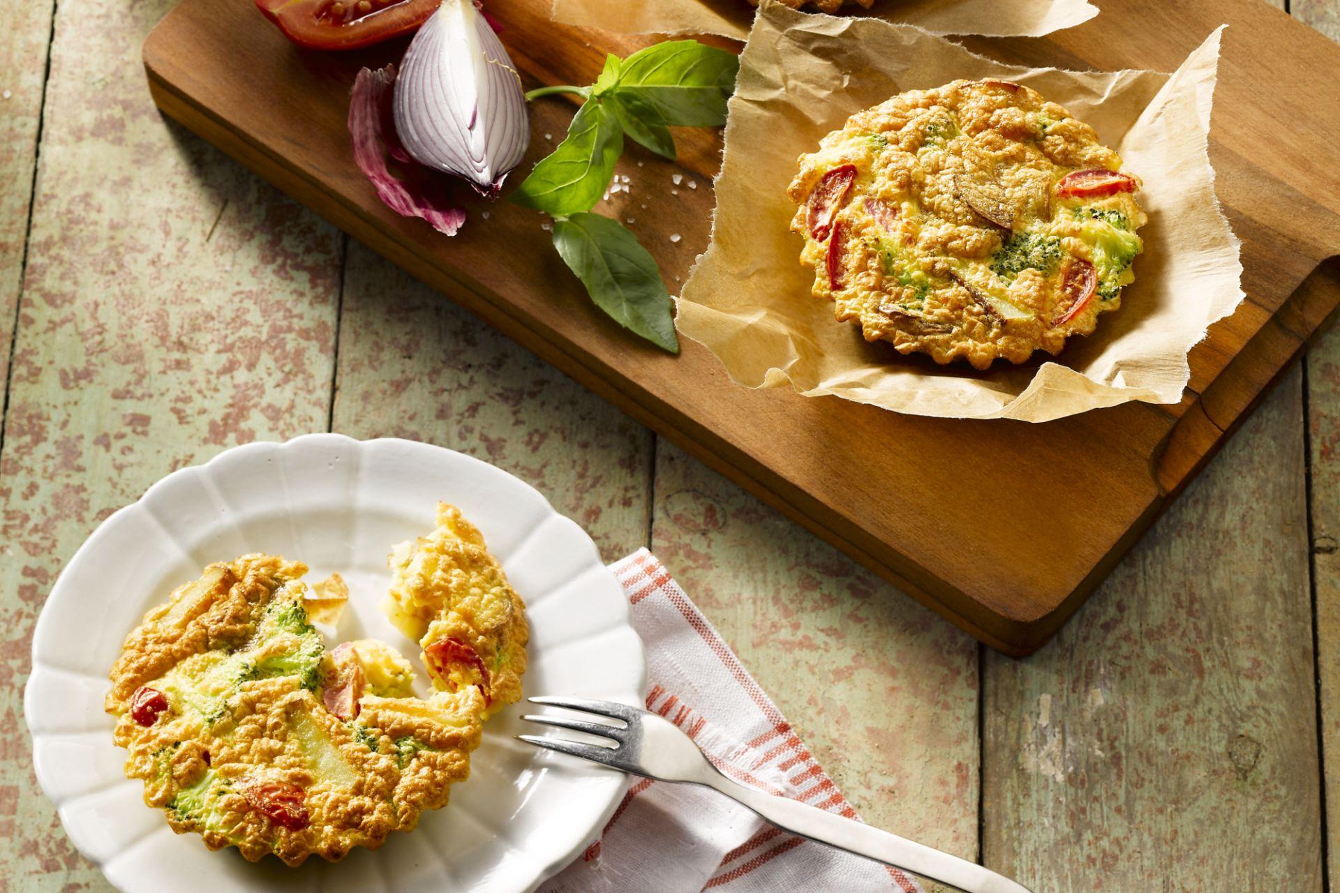 Frittata met kerstomaat, broccoli en rode ui