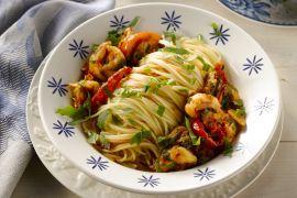 Foto van Spaghetti met scampi en rucola