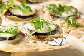 Foto van Taartjes met aubergine en mozzarella