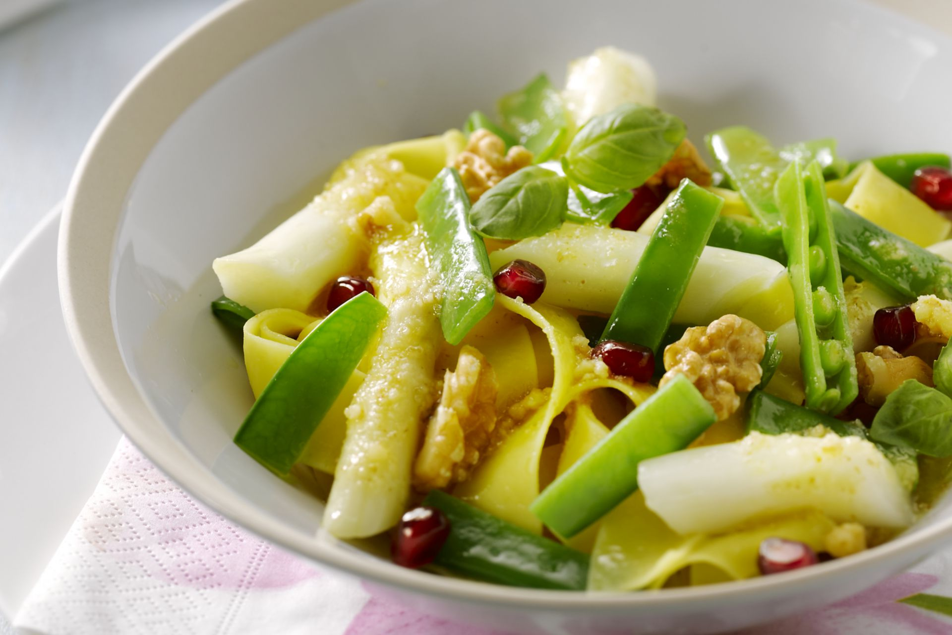 Pappardelle met asperges en notensaus