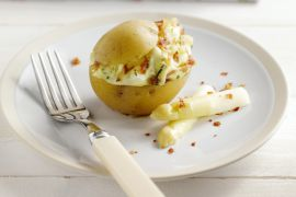 Foto van Gevulde aardappel met asperges en kruidenkaas