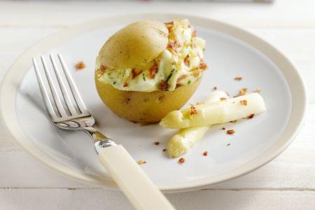 Gevulde aardappel met asperges en kruidenkaas