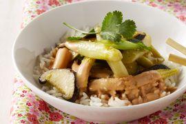 Foto van Thaise wok met asperges