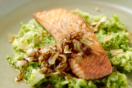 Zalm op broccolipuree