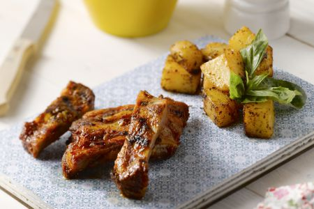 Patatas bravas met ribbetjes