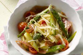 Foto van Tagliatelle met ham en groene asperges