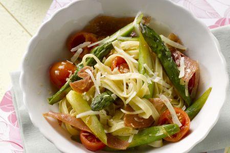 Tagliatelle met ham en groene asperges