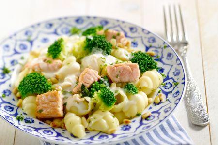 Orechiette met zalm en broccoli