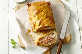 Foto van Gehaktbrood met ham en kruidenkaas in bladerdeeg