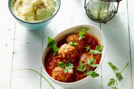Gehaktballen met selder in tomatensaus