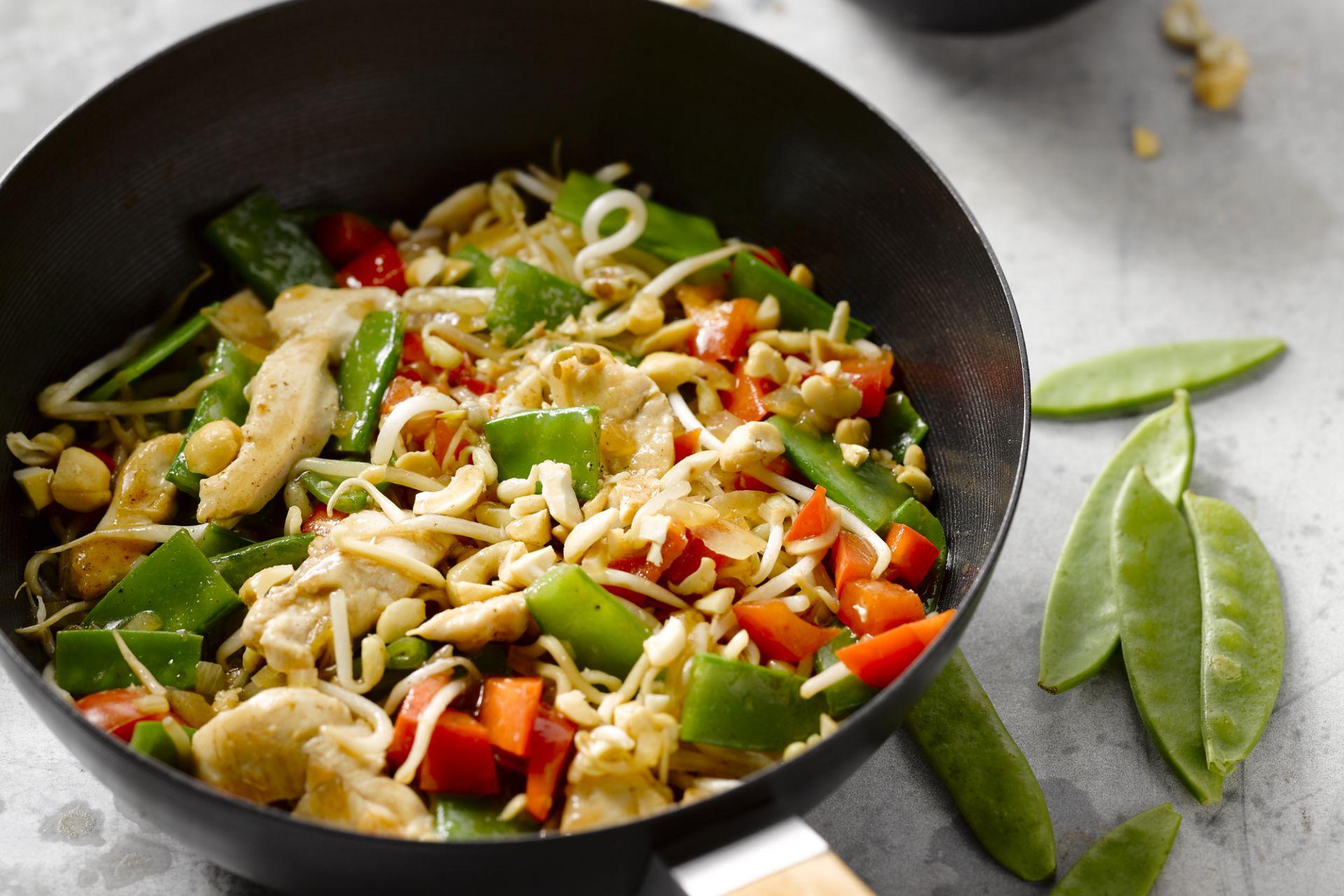 Chow mein met kip en cashewnoten
