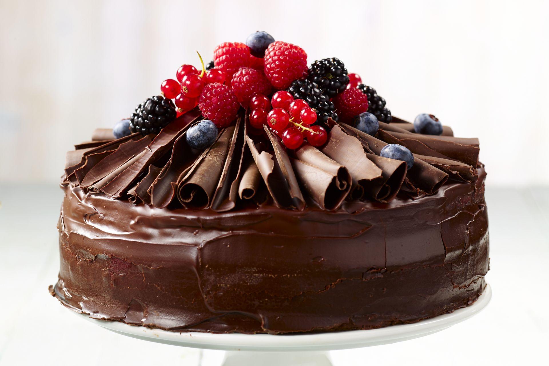 Chocoladetaart met rode vruchten