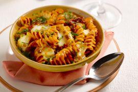 Foto van Fusilli met gehakt en mozzarella