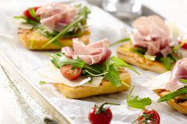 Foto van Tomaatbroodjes met serranoham