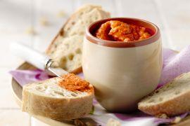 Foto van Mezze met rode paprika en feta