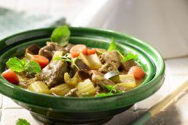 Foto van Tajine met lamsschouder, groenten en koriander
