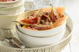 Foto van Fijn gesneden meloen met bacon en vijgen
