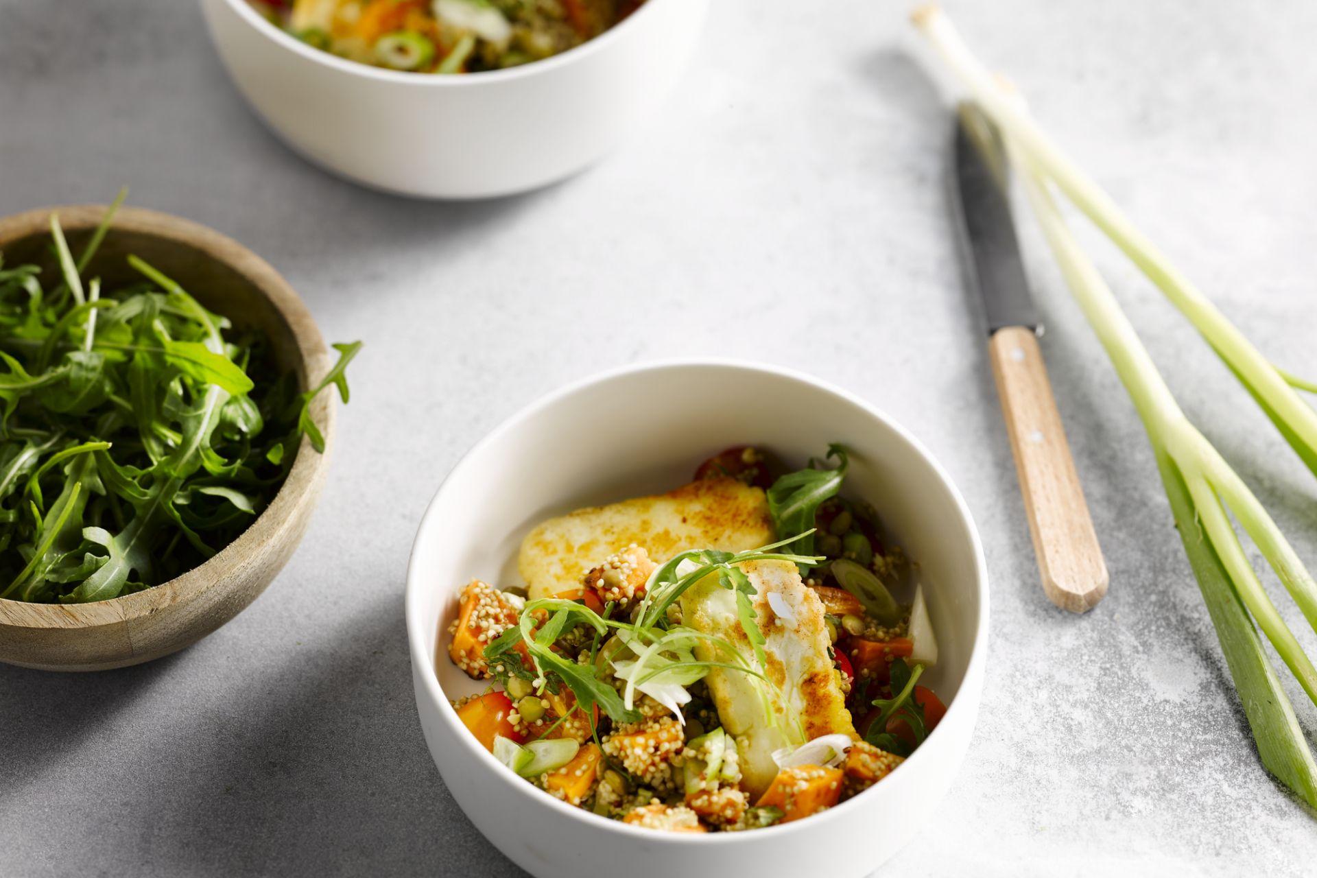 Quinoasalade met halloumi en zoete aardappel