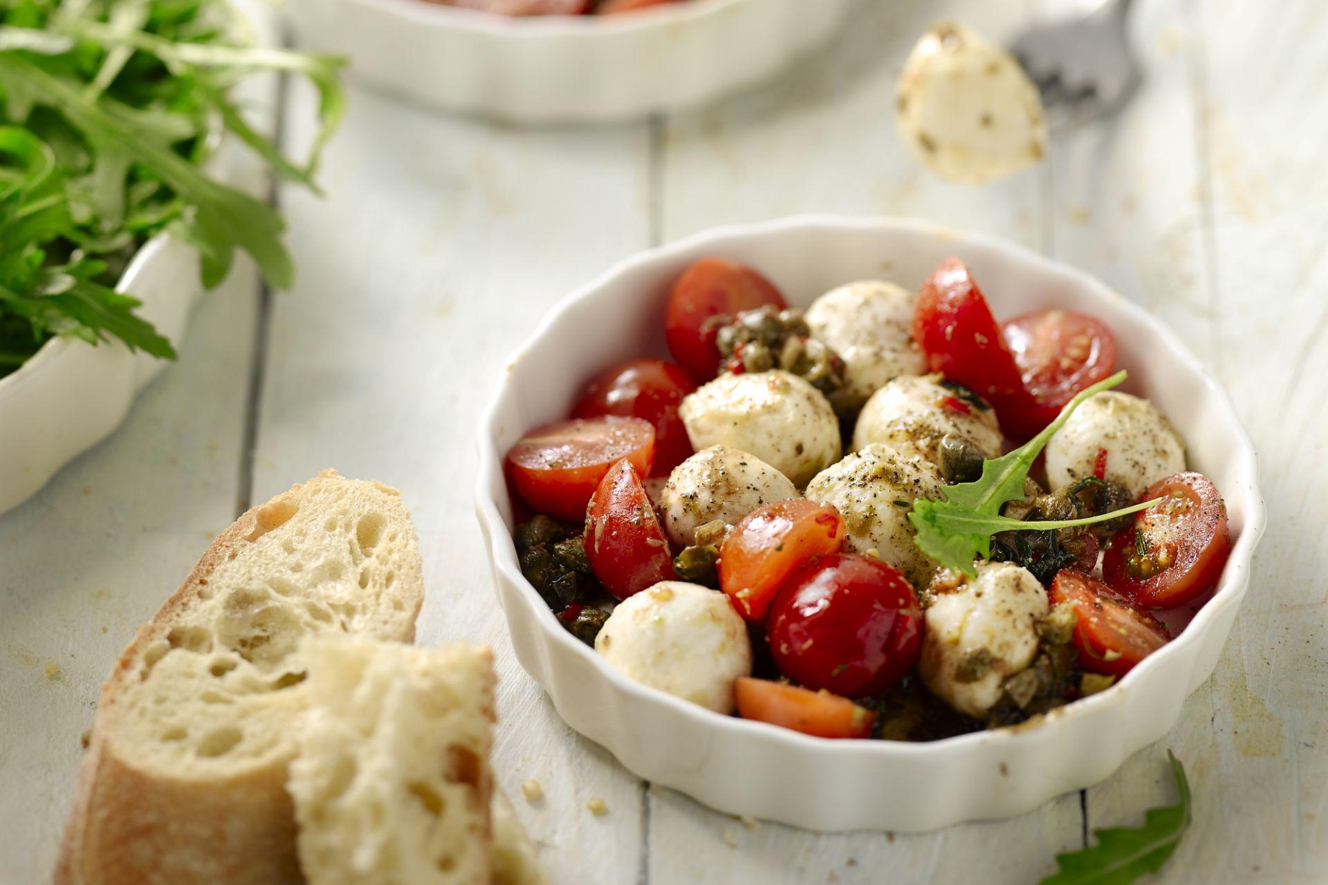 Salade met mozzarella en kappertjes