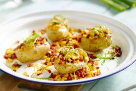 Foto van Aardappelen in de oven met maïs, bacon en cheddar