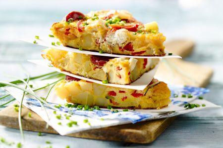 Aardappeltortilla met gegrilde groenten, chorizo en zachte geitenkaas