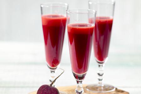 Wortelsap met rode biet, appel en gember