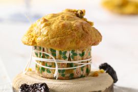 Foto van Muffins met wortel en pruimen