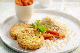 Foto van Veggieburger van wortel, rijst en noten met pompoenfrietjes