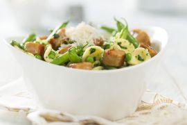 Foto van Orecchiette met pesto, boontjes, erwtjes en kippenworst