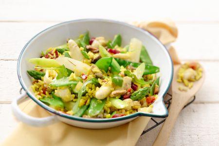 Paella met asperges, zeevruchten en sluimererwten