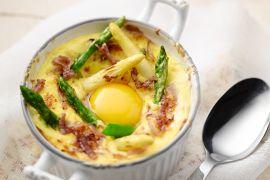 Foto van Cocotte van asperges met ei en gruyere