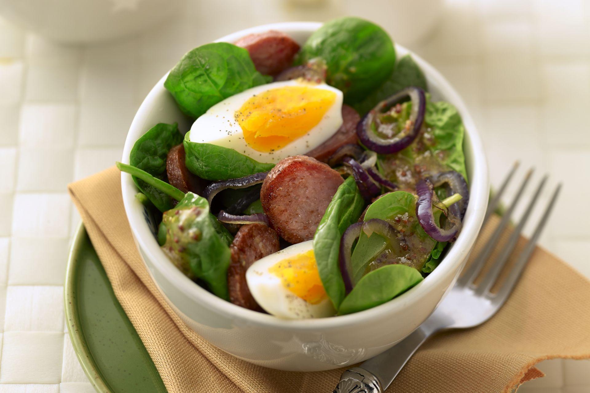 Spinaziesalade met knapperige salami