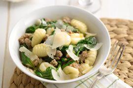 Foto van Gnocchi met worst en spinazie